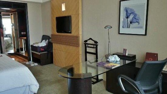 Sheraton Surabaya Hotel & Towers: club Room