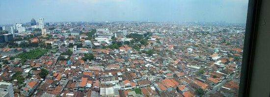 Sheraton Surabaya Hotel & Towers: Panorama from club room
