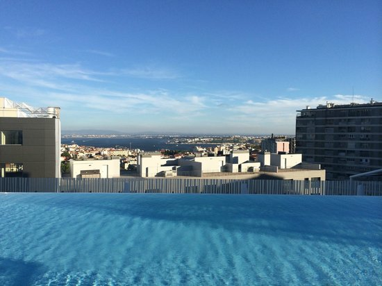 EPIC SANA Lisboa Hotel: Infinity Pool