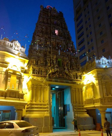 Sri Maha Mariamman Temple : Evening view of the temple