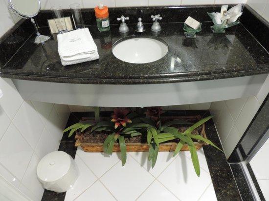 Boutique Hotel Varanda das Bromelias: Banheiro do Refúgio 23