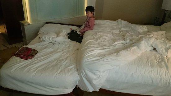 Cordis, Hong Kong at Langham Place : A bed-sit called a 'suite' at Langham Place Hotel, Mongkok