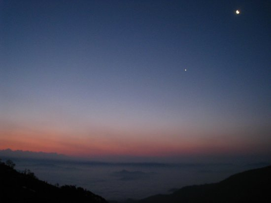 Stupa Resort Nagarkot: Pre-sunrise + moon from room balcony