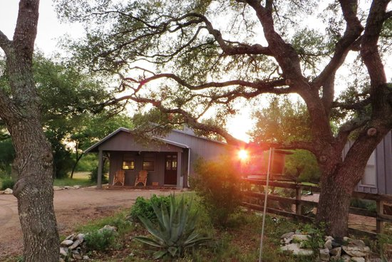 Sage Hill Inn Above Onion Creek: The Coach House at sunset