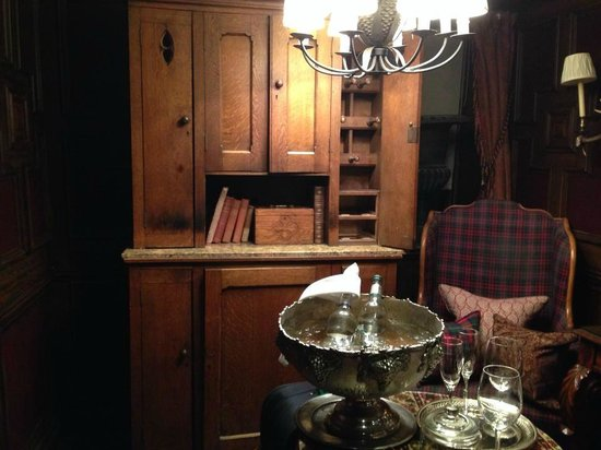 The Witchery by the Castle: salottino