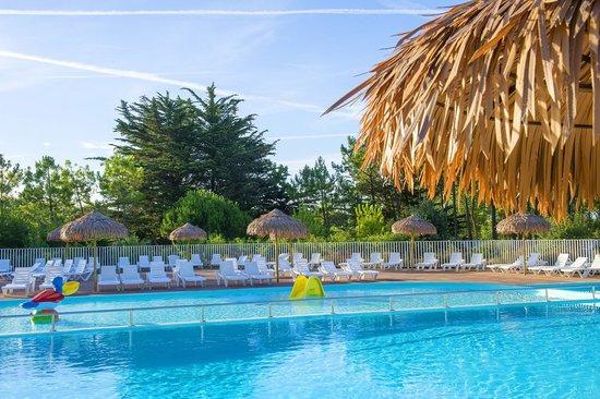 Camping Les Sirènes : piscine