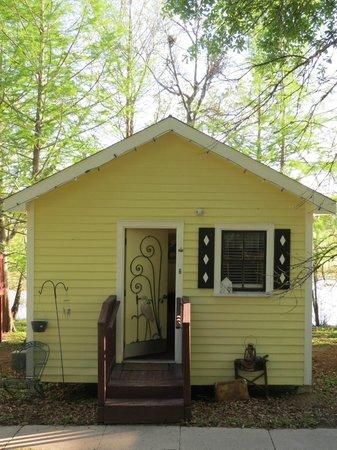 Bayou Cabins: Elvis cabin