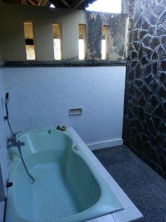Bali Ayu Hotel: banheiro