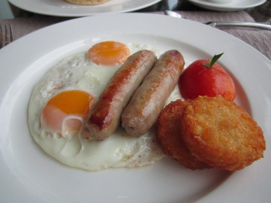 InterContinental Bangkok : 2 eggs with pork sausage and hash brown