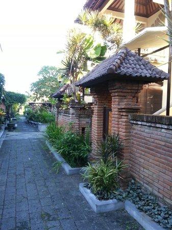 Bali Ayu Hotel : frente do apartamento
