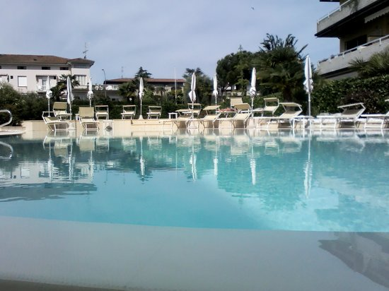 Hotel Europa: pool and garden