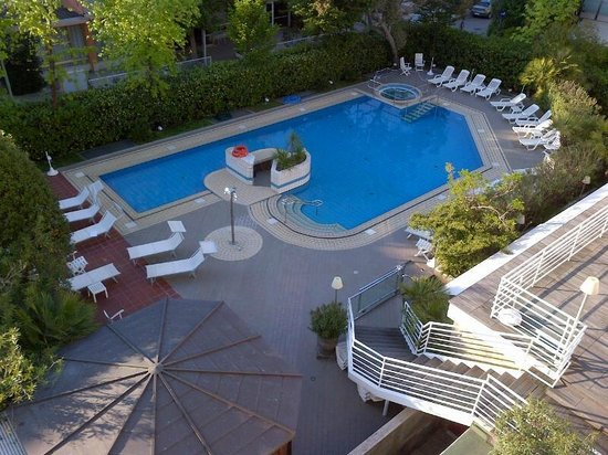 Hotel Maddalena : vista piscina dalla camera