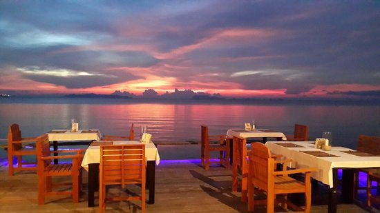 Lipa Lodge Beach Resort: Restaurant with lipa lodge resort hotel