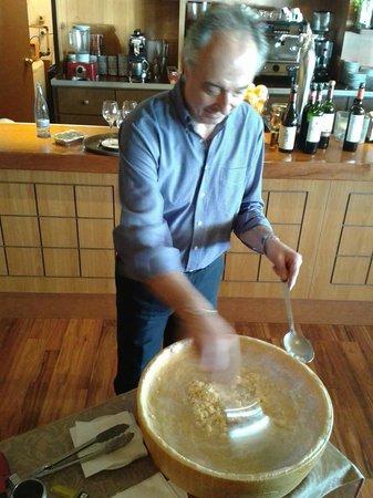 Trattoria Da Paolo SL. : Cocinando la pasta en vivo