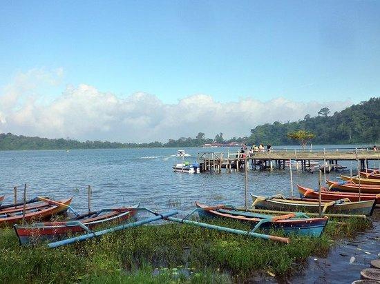 Ulun Danu Bratan Temple: the pier for lake sightseeing