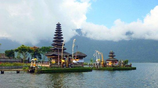 Ulun Danu Bratan Temple: lake temple