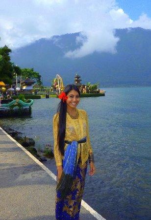 Ulun Danu Bratan Temple: me in balinese traditional costume and temple :)