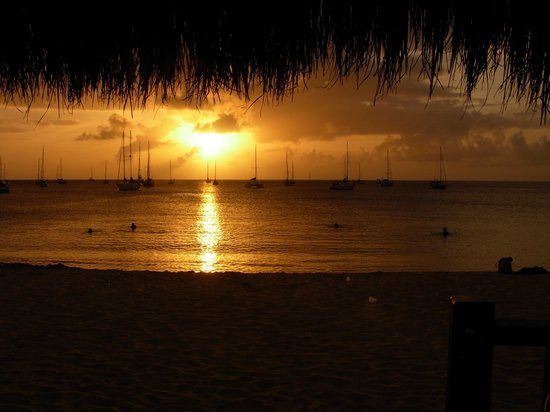 The Landings St. Lucia : Sunset from a restaurant on Reduit Beach, in nearby Rodney Bay.