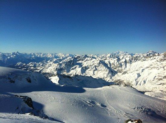 Alpine Exposure : Skiing into Italy