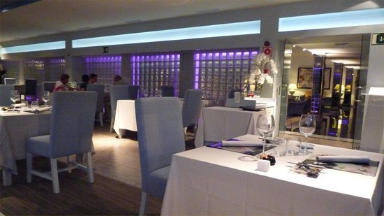 Hotel Riu Palace Oasis: Fine Dining in the Krystal Restaurant