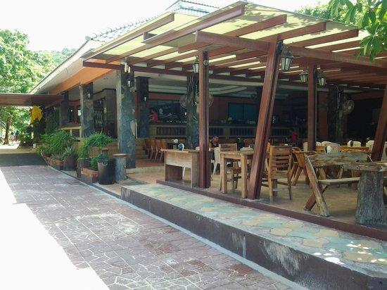 Phi Phi Andaman Beach Resort : Reception/restaurant
