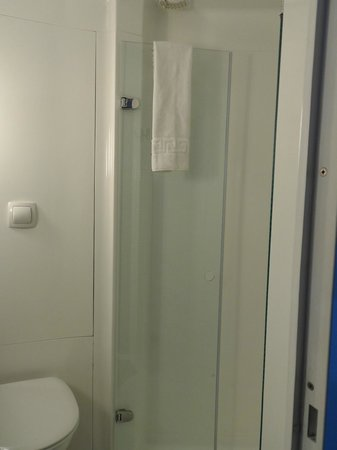 Ibis London City-Shoreditch: Salle de bain avec douche
