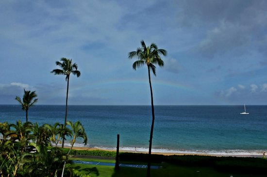 Royal Lahaina Resort: Morning rainbow!