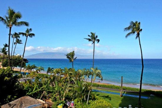 Royal Lahaina Resort: Island of Lanai in the distance