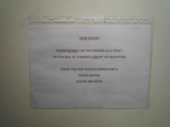 Leisure Inn: douches utilisés comme WC car sanitaires trop loin la nuit