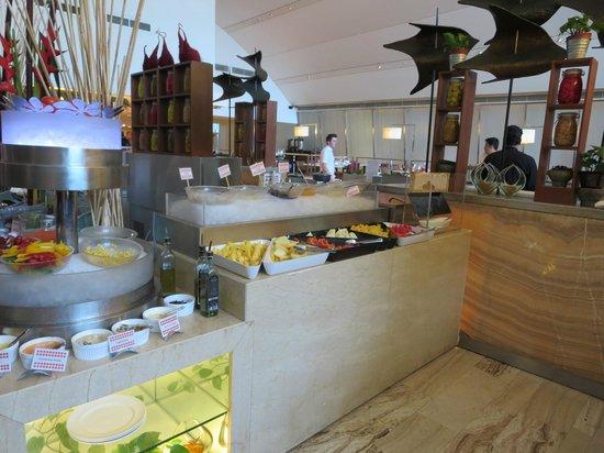 Traders Hotel, Kuala Lumpur : sala colazione :una piccola parte bancone giapponese