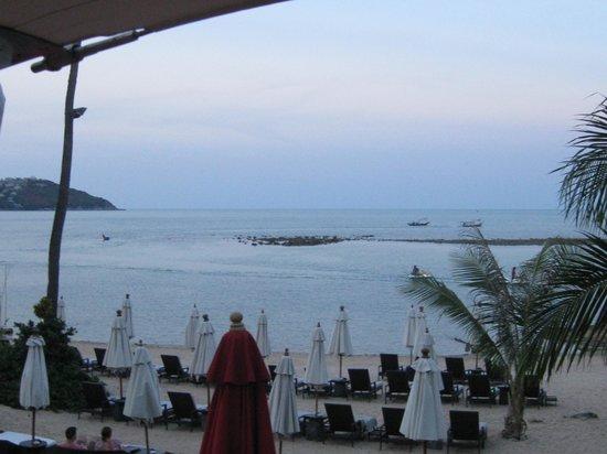 Anantara Lawana Koh Samui Resort: view from the beach