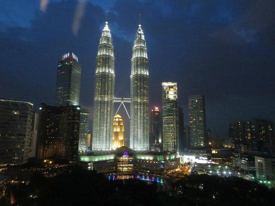 Traders Hotel, Kuala Lumpur : vista dalla camera di notte