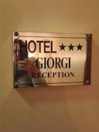 Hotel Giorgi: Letrero entrada
