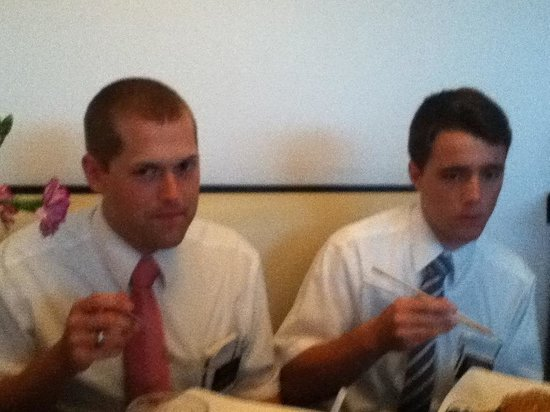 Sushi Taro: Two great missionaries from my church, The Church of Jesus Christ of Latter-Day Saints, enjoying