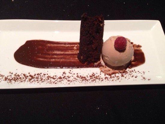 Plats: Brownie de chocolate con helado de chocolate y frambuesa