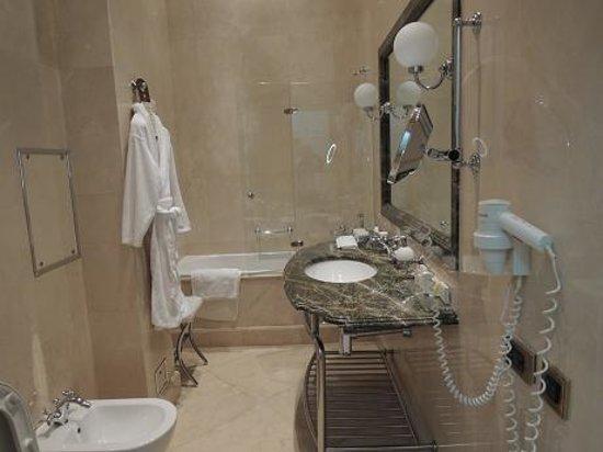 Hotel Savoy Moscow: 浴室は快適で床暖房でした