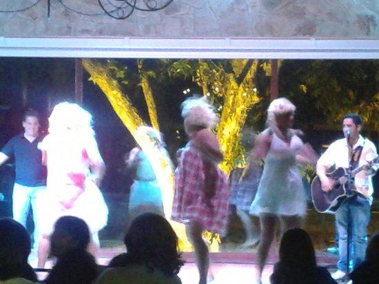 Santa Clara Eco Resort : entretenimento adulto-Qual é a música