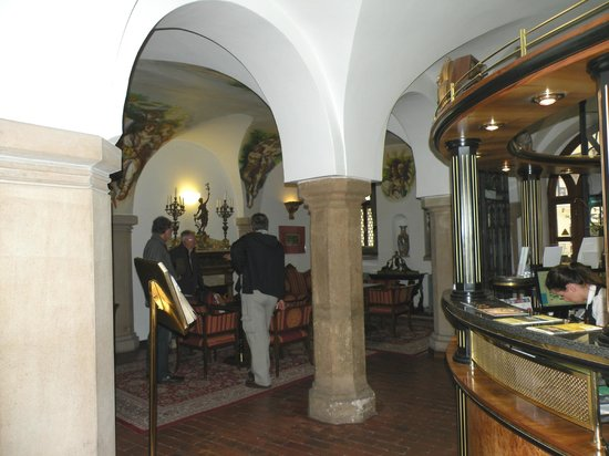 Hotel Royal Ricc: Reception Area