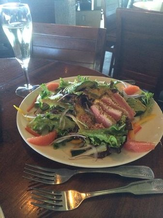 Ventana Grill: seared Ahi salad
