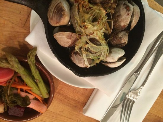 Celilo Restaurant & Bar: Skillet roasted clams with house made pickles