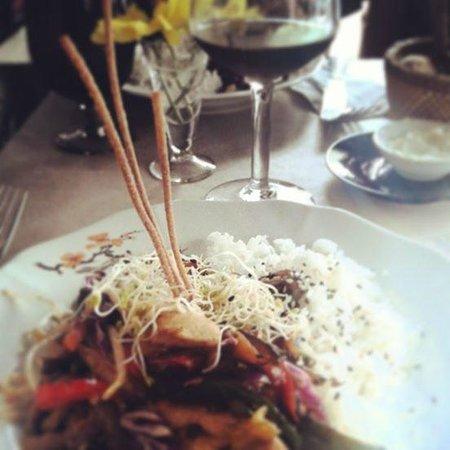 El viejo y querido: Menu ejecutivo: wok de vegetales y lemon pie de postre