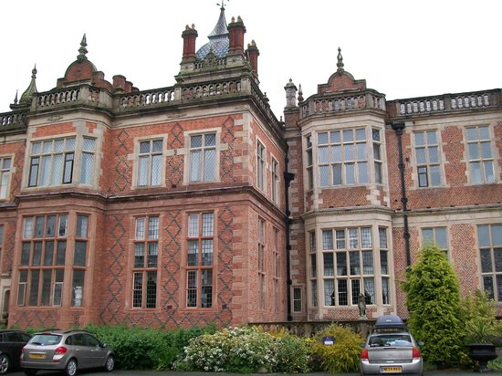 Crewe Hall : Front view