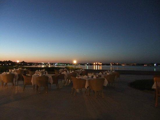 Cleopatra Luxury Resort Makadi Bay: Рыбный ресторан на пляже, рядом с дайвинг клубом