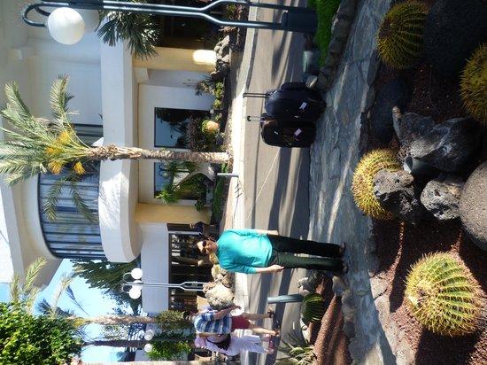 Barcelo Santiago: Front of Hotel