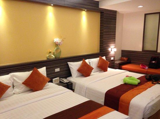 Bossotel Bangkok: Bed room