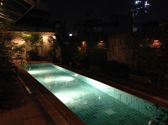 Bossotel Bangkok: Swimming pool
