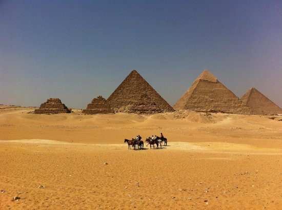 Sawa4 Tours - Private Day Tours: The wonderful view from the Pyramids of Gizeh / A vista maravilhosa das Pirâmides de Gizé