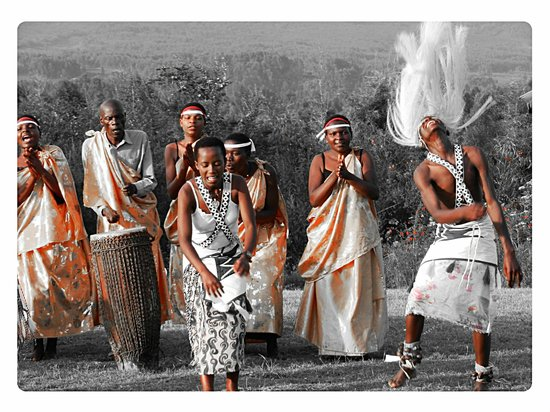 Mountain Gorilla View Lodge: Traditional Dance Performance - each afternoon in the grounds