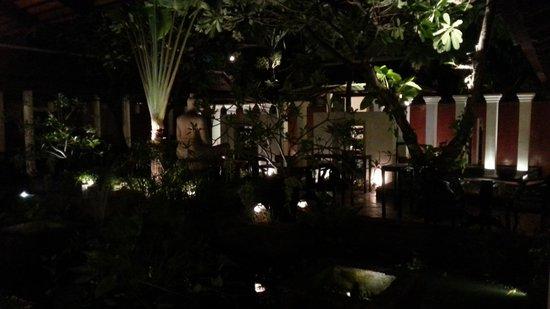 Malis Cambodian Restaurant: restaurant at night