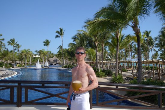 Barcelo Bavaro Palace : our view every day from the buffet of the pool and ocean